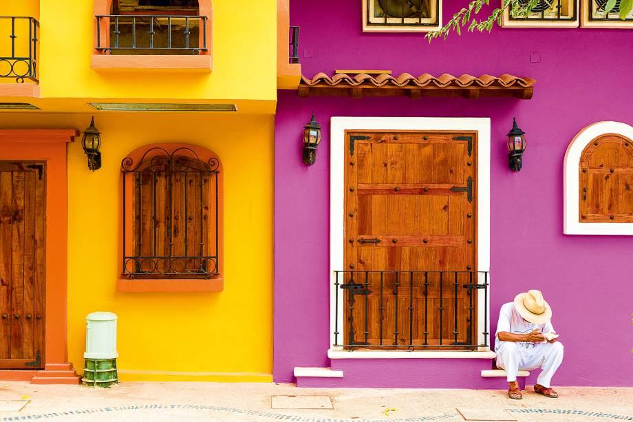 Uma das raras ruas coloridas de Puerto Vallarta