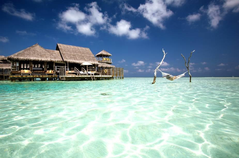 "<strong><a href=""http://www.booking.com/hotel/mv/soneva-gili.pt-br.html?aid=332455&label=viagemabril-hoteisflutuantes"" rel=""Gili Lankanfushi"" target=""_blank"">Gili Lankanfushi</a> – North Malé Atoll (Maldivas)</strong>O hotel cinco estrelas Gili Lankanfushi fica na isolada ilha de corais Lankanfushi, próxima de Malé – capital do país."