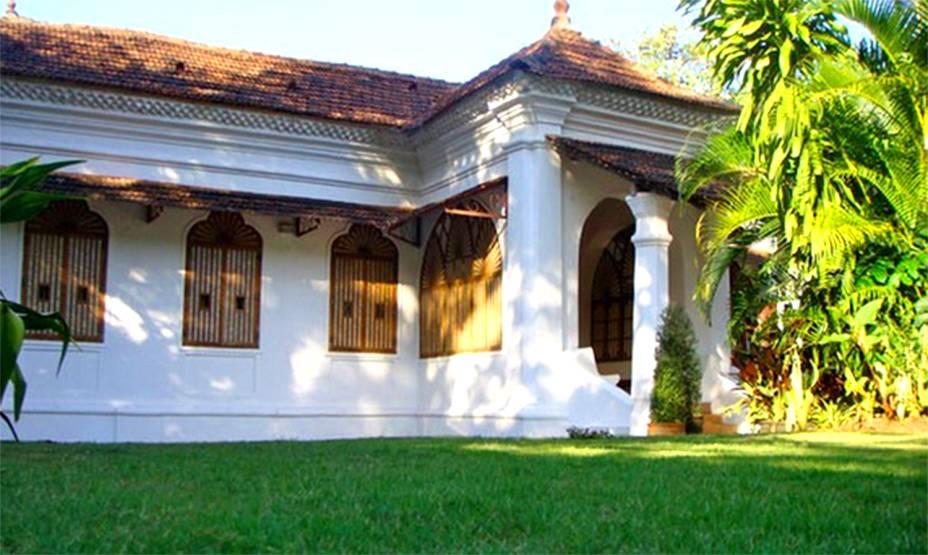 """<strong>Parra, <a href=""""http://viajeaqui.abril.com.br/paises/india"""" rel=""""Índia"""" target=""""_blank"""">Índia</a></strong>    Repleto de cores e muita espiritualidade, o país é perfeito para casais em busca de ideias criativas e que fujam do tradicionalismo. A casa localiza-se numa vila de Goa e tem cerca de 200 anos. Restaurada, é perfeita para casamentos intimistas. <strong><a href=""""https://www.airbnb.com.br/rooms/502841?s=SSmf"""" rel=""""Alugue aqui"""" target=""""_blank"""">Alugue aqui</a></strong>    <em><a href=""""http://www.booking.com/city/in/mapuca.pt-br.html?aid=332455&label=viagemabril-lugares-incr%C3%ADveis-para-casar"""" rel=""""Veja preços de hotéis próximos a Parra no Booking.com"""" target=""""_blank"""">Veja preços de hotéis próximos a Parra no Booking.com</a></em>"""
