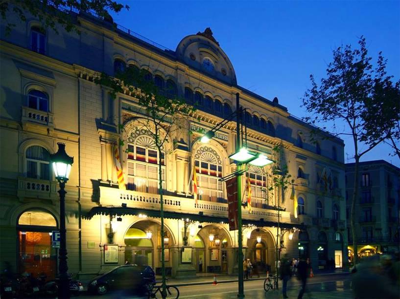 """<strong><a href=""""http://www.liceubarcelona.cat/"""" target=""""_blank"""" rel=""""noopener"""">Gran Teatre del Liceu</a>, <a href=""""http://viajeaqui.abril.com.br/cidades/espanha-barcelona"""" target=""""_blank"""" rel=""""noopener"""">Barcelona</a>, <a href=""""http://viajeaqui.abril.com.br/paises/espanha"""" target=""""_blank"""" rel=""""noopener"""">Espanha</a></strong> Inaugurada em 1847, a casa é considerada um dos centros de ópera mais importantes do mundo. Erguido pelos construtores da Sociedade do Grande Teatro do Liceu, o edifício foi prejudicado em bombardeios da Guerra Civil. Em 1994, um incêndio tomou conta de suas salas, resultando em um grande impacto emocional para a sociedade catalã. Restaurado, ele é considerado um dos grandes símbolos da cidade, com apresentações de óperas, concertos, recitais e danças"""