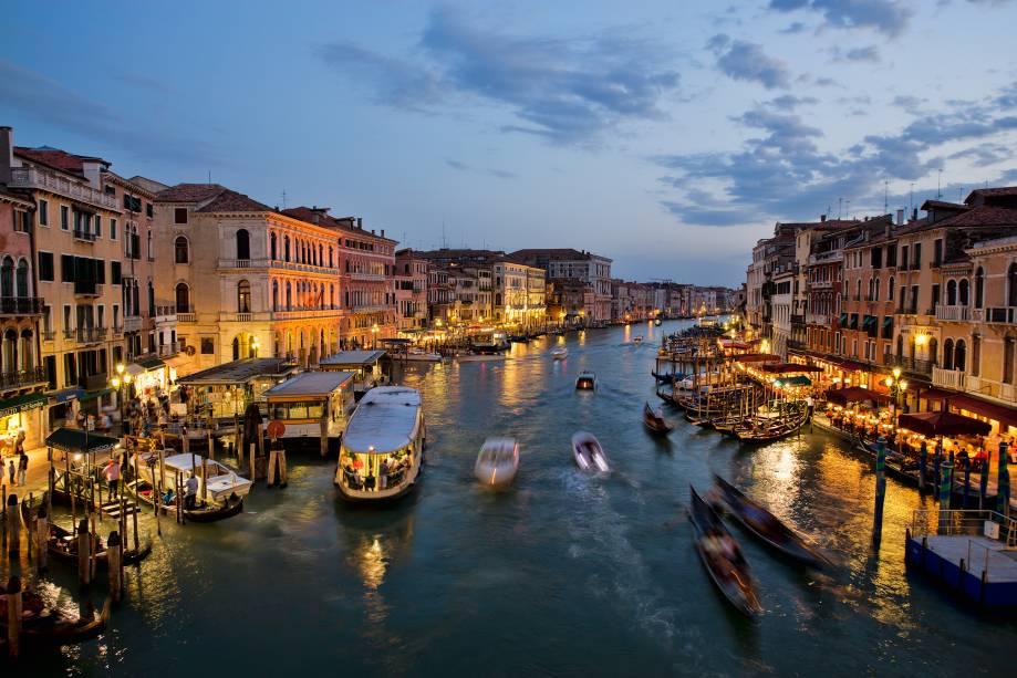 "<strong><a href=""http://viajeaqui.abril.com.br/cidades/italia-veneza"" target=""_blank"">Veneza</a> -<a href=""http://viajeaqui.abril.com.br/paises/italia"" target=""_blank""> Itália </a></strong>"