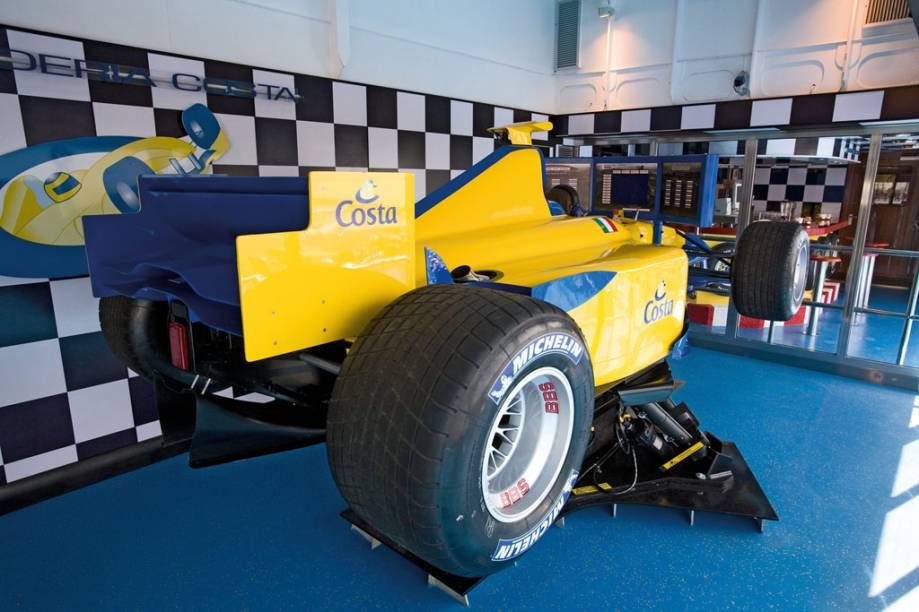 Simulador de corrida é uma das atrações do Costa Serena