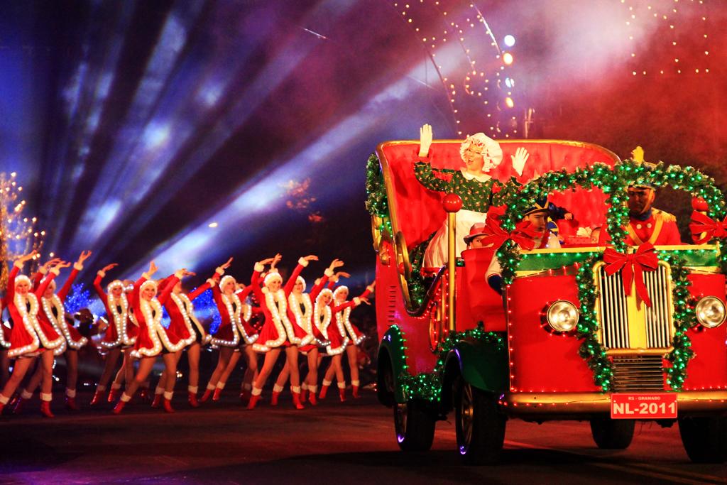 O Grande Desfile de Natal é um dos destaques do Natal Luz que acontece na cidade de Gramado, no Rio Grande do Sul