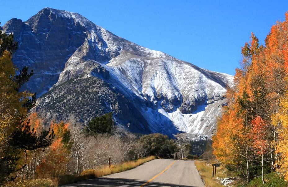 <strong>2. Great Basin National Park, em Nevada</strong>    A floresta de coníferas e o lago da reserva são um verdadeiro convite a atividades como pescas, caminhadas e camping. Além disso, os visitantes podem fazer uma visita guiada na Lehman Caves – caverna repleta de estalactites e outras formações raras.