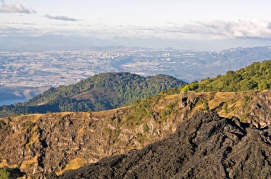 Vista da Cidade da Guatemala do vulcão Pacaya