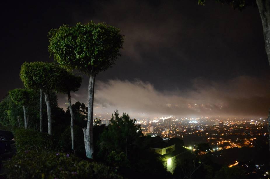 Vista noturna da Cidade da Gutemala