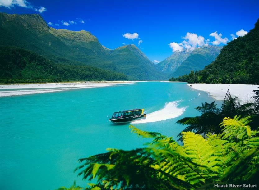 O Haast River fica a oeste dos Alpes neozelandeses