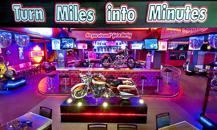 """O <a href=""""http://viajeaqui.abril.com.br/estabelecimentos/br-rs-gramado-atracao-harley-motor-show"""" rel=""""Harley Motor Show"""" target=""""_self"""">Harley Motor Show</a> é um prato cheio para os amantes da marca, com diversos modelos espalhados pelo local. Aqui, também há um bar - onde é possível tomar um bom chope em meio ao som de clássicos do rock"""