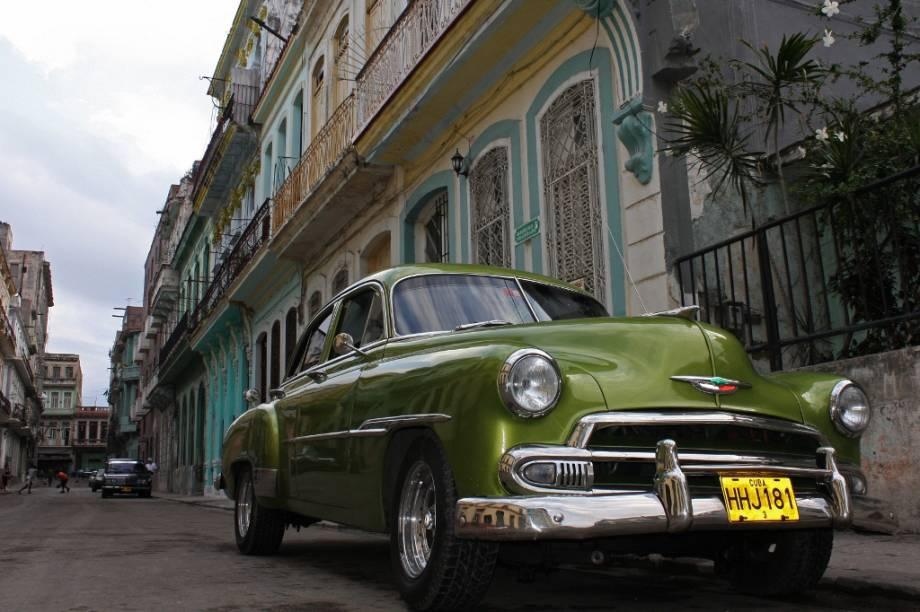 A imagem clássica de Havana: casas neocoloniais e grandes carros