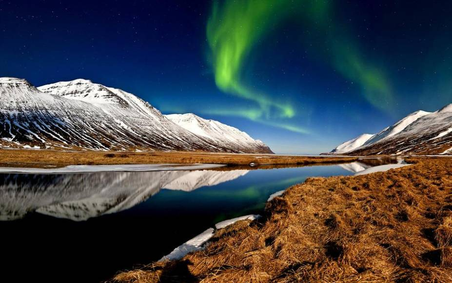 Aurora boreal no fiorde Hedins