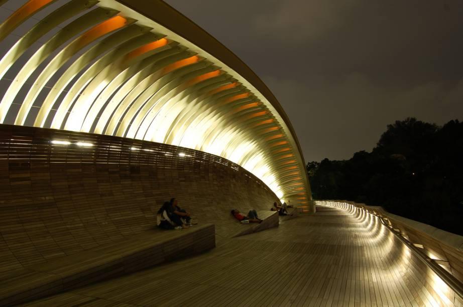 <strong>Henderson Waves, Cingapura</strong>A simpática ponte de pedestres possui nichos iluminados, muito popular entre casais