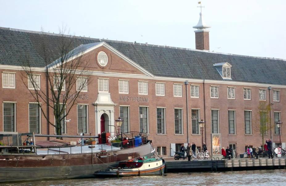 """<strong><a href=""""https://hermitage.nl/en/"""" target=""""_blank"""" rel=""""noopener"""">Hermitage</a>, <a href=""""http://viajeaqui.abril.com.br/cidades/holanda-amsterda/fotos"""" target=""""_blank"""" rel=""""noopener"""">Amsterdã</a></strong> O maior museu satélite do Hermitage de São Petersburgo, fica no """"Amstelhof"""", um lindo prédio às margens do rio Amstel. A coleção de cerca de três milhões de objetos no museu original garante mostras fabulosas com impressionantes obras de arte."""