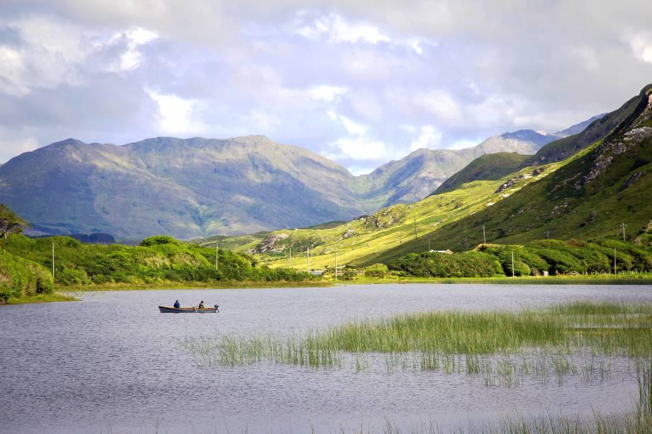 O condado de Galway é uma das regiões onde o irlandês substitui o inglês como idioma. A pesca é a principial atividade econômica do lugar