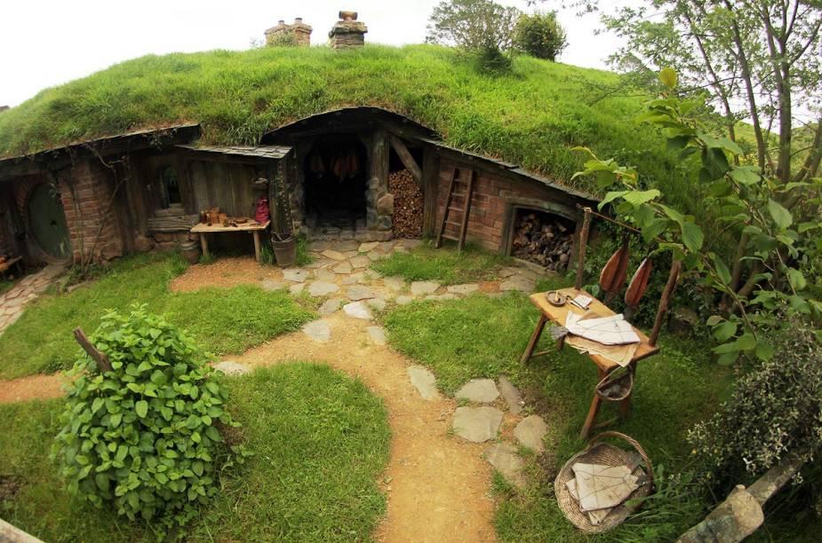 Cada uma das 44 casinhas de Hobbiton tem tamanho, cor e decoração diferentes