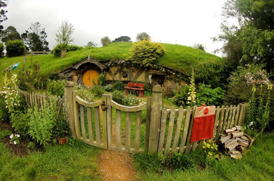 Por ser 95% natural, Hobbiton muda a cada estação, com o colorido das flores na primavera e o cinza do inverno