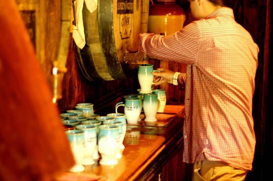 O Green Dragon foi construído todo de madeira. Ao final do tour, os turistas podem saborear bebidas típicas de Hobbiton
