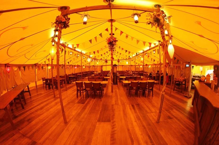O espaço onde acontecem as festas nos filmes também está em Hobbiton para os turistas recordarem de algumas cenas