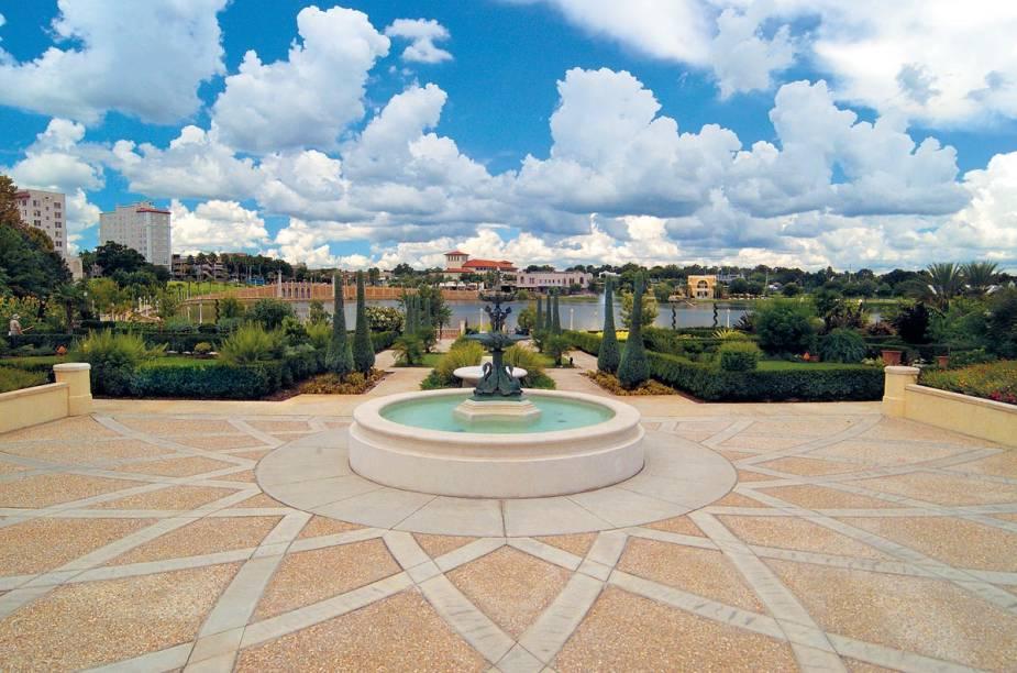 <strong>Cidade de Lakeland</strong>            A cidade de Lakeland é repleta de áreas públicas, como o Hollis Garden, no centro da cidade; o parque público fica de frente ao Lake Mirror e perto das construções mais antigas da região
