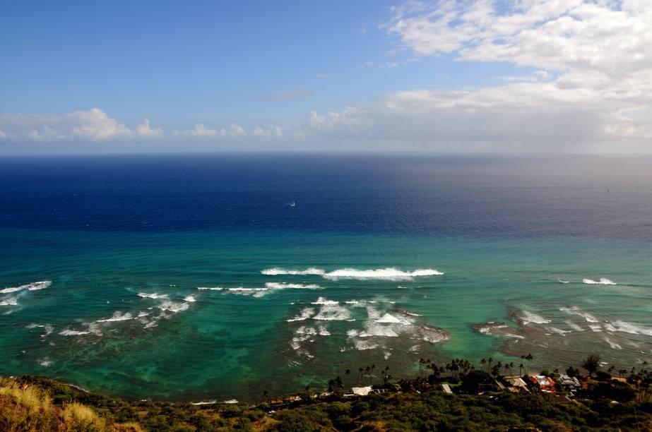 <strong>Parque Nacional dos Vulcões do Havaí</strong><br />As ilhas do Havaí surgiram de vulcões, alguns ainda muitos ativos, como o o Mauna Loa e o Kilauea, que emergiram do oceano. A região, muito próxima ao ponto de falha da placa tectônica do Pacífico, abriga oParque Nacional dos Vulcões, considerado umPatrimônio Mundial pela Unesco. Na imagem, a vista direta do vulcão Diamond Head