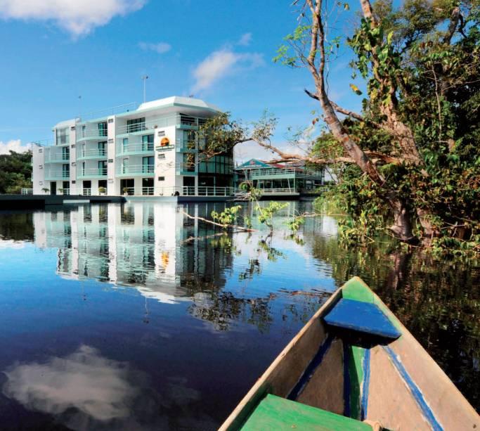 O Jungle Palace é um hotel que flutua no Rio Negro, Manaus, Amazonas