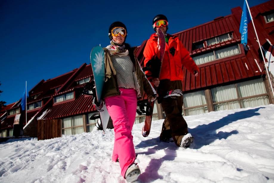Localizado junto à pista Eros, o hotel Acuario permite acesso direto à neve. Contando com quarenta quartos, abriga mais de cem hóspedes