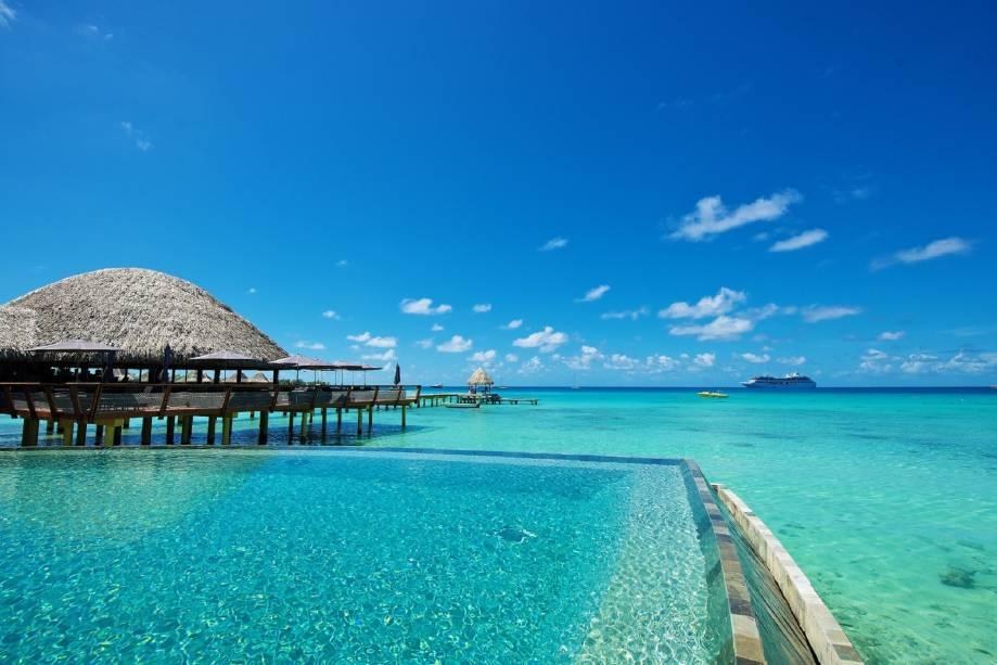 """<strong>2. Avatoru, <a href=""""http://viajeaqui.abril.com.br/paises/polinesia-francesa"""" rel=""""Polinésia Francesa"""">Polinésia Francesa</a> </strong>            Se há um lugar no mundo para mergulhadores, é na Polinésia Francesa! Com uma quantidade de centros de mergulho que parece infinita, não surpreende que as incríveis águas de Avatoru sejam extremamente indicadas por adeptos da prática. Alguns visitam o local para apreciar de forma mais, digamos, ortodoxa, a diversidade que compõe a vida marinha local enquanto que os mais corajosos se jogam em atividades como nadar com tubarões. De todo modo, a Polinésia Francesa encanta todos com suas águas cristalinas e praias de areia branca, ou seja: é o cenário ideal para uma romântica viagem de casais que curtam mergulhar juntinhos            <a href=""""http://www.booking.com/city/pf/avatoru.pt-br.html?aid=332455&label=viagemabril-destinosmergulho"""" rel=""""Reserve seu hotel em Avatoru através do Booking.com"""" target=""""_blank""""><em>Reserve seu hotel em Avatoru através do Booking.com</em></a>"""