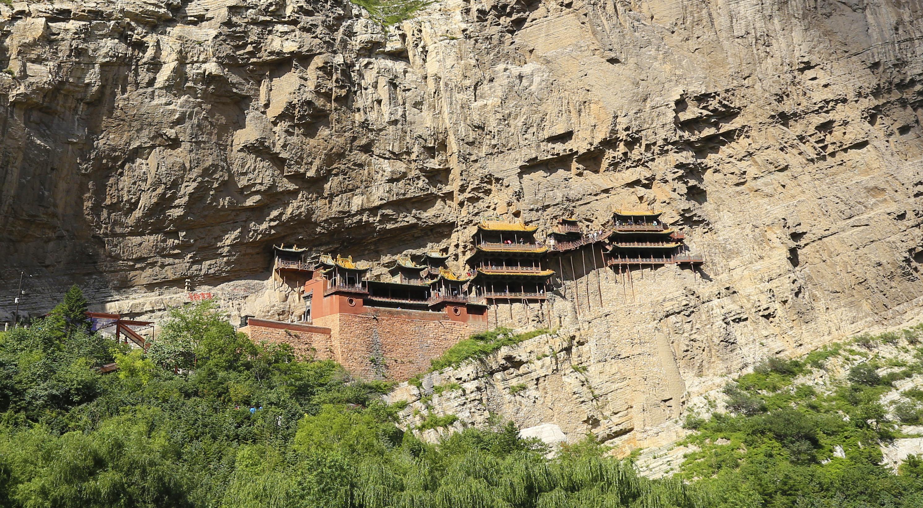 Templo milenar suspenso Hunyuan Xuankong, incrustado na rocha, na China