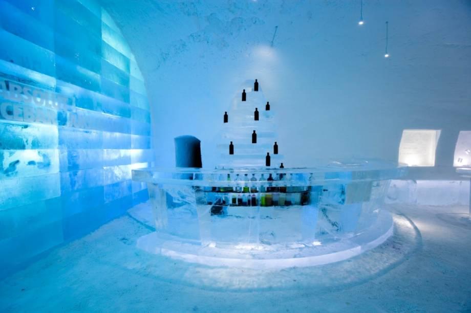 Uma das melhores formas de se apreciar uma boa vodca é mantendo-a a temperaturas congelantes. O Absolut Bar do Ice Hotel é um misto de balada, point de encontro e merchandising da famosa marca de bebidas sueca