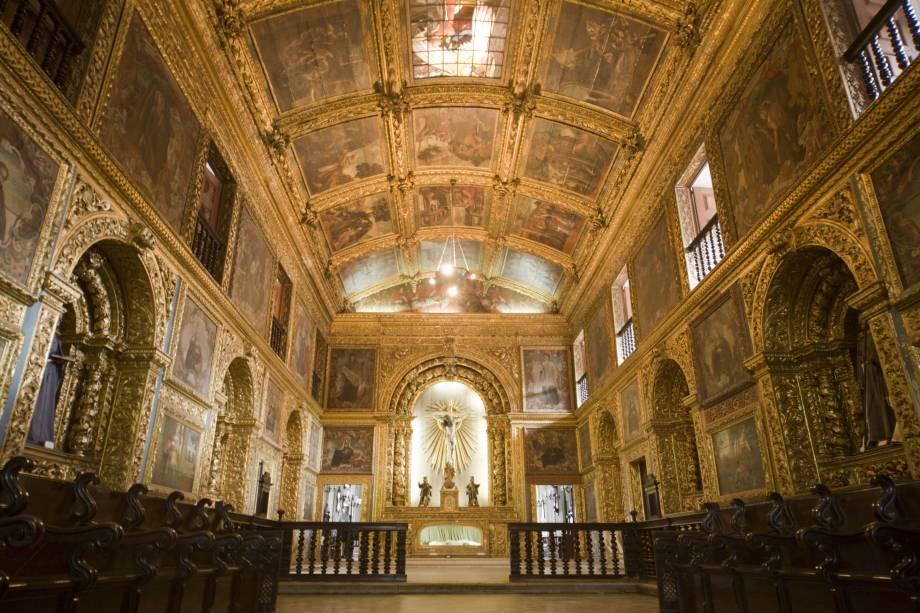 """Altar de cedro folheado a ouro e teto da <a href=""""http://viajeaqui.abril.com.br/estabelecimentos/br-pe-recife-atracao-capela-dourada"""" rel=""""Capela Dourada"""" target=""""_blank"""">Capela Dourada</a>, na Igreja da Órdem Terceira de São Francisco, dentro do complexo de edifícios do Convento e Igreja de Santo Antônio, em <a href=""""http://viajeaqui.abril.com.br/cidades/br-pe-recife"""" rel=""""Recife"""" target=""""_blank"""">Recife</a>, <a href=""""http://viajeaqui.abril.com.br/estados/br-pernambuco"""" rel=""""Pernambuco"""" target=""""_blank"""">Pernambuco</a>"""