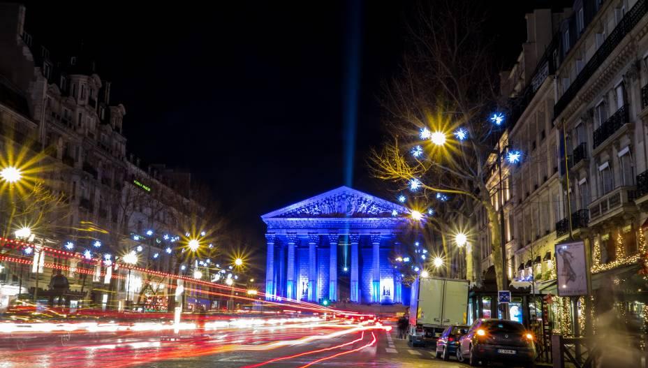 Na Praça da Concórdia está uma das igrejas mais importantes de Paris: a La Madeleine (foto). Como o nome sugere, o templo católico é dedicado à Santa Maria Madalena e foi erguido em clássico estilo grego