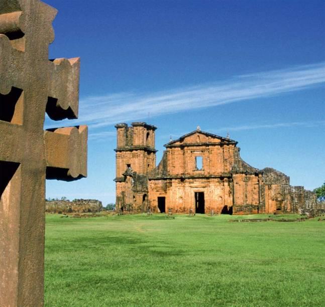 Igreja de São Miguel, herança arquitetônica e teocrática do Brasil colonial