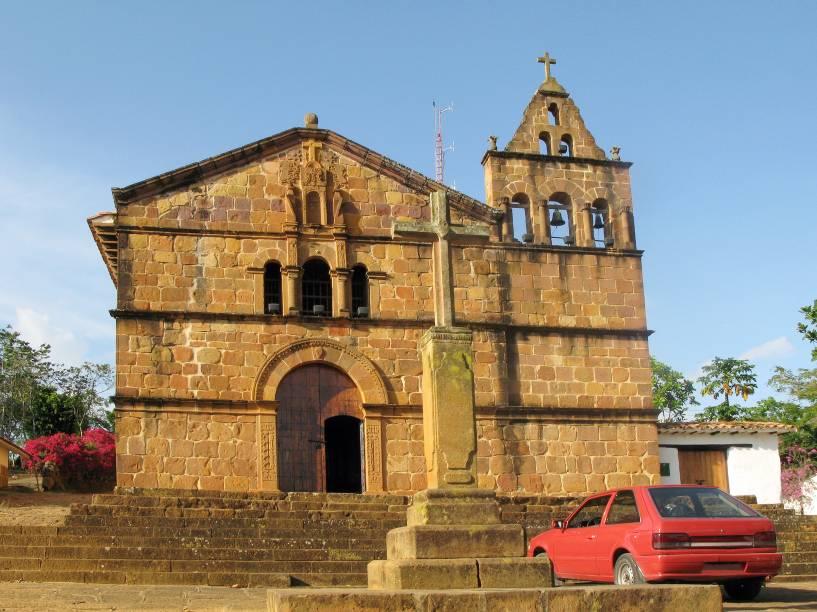 """<strong>Barichara</strong>A vila minúscula de Barichara, localizada ao norte de <a href=""""http://viajeaqui.abril.com.br/cidades/colombia-bogota"""" rel=""""Bogotá"""" target=""""_blank"""">Bogotá</a>, carrega na identidade o sinônimo de tranquilidade. De origem Guanes, povos antigos da região, o nome quer dizer """"lugar de descanso"""". Por aqui, o turista encontra uma bela arquitetura colonial, construída com pedras cuidadosamente trabalhadas<em><a href=""""http://www.booking.com/city/co/barichara.pt-br.html?aid=332455&label=viagemabril-cenarios-da-colombia"""" rel=""""Veja preços de hotéis em Barichara no Booking.com"""" target=""""_blank"""">Veja preços de hotéis em Barichara no Booking.com</a></em>"""