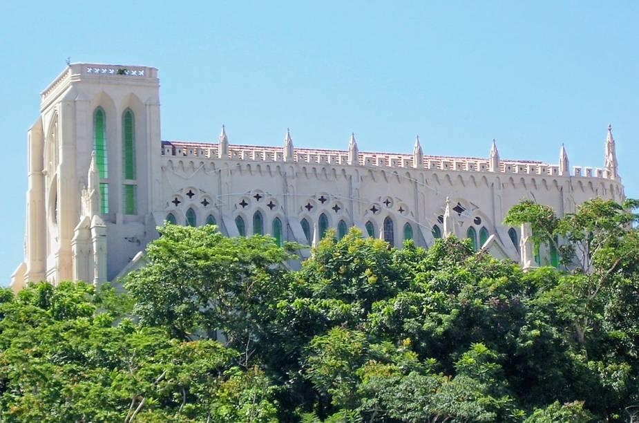 A igreja de Nossa Senhora do Bom Despacho, em Cuiabá (MT), imita a arquitetura da Catedral parisiense de Notre-Dame