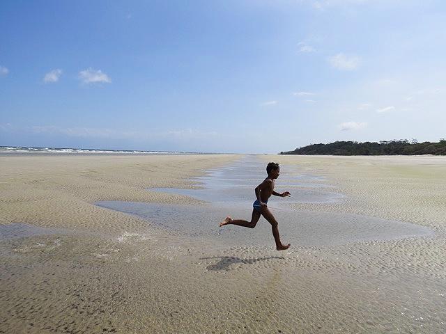 """<strong><a href=""""http://viajeaqui.abril.com.br/cidades/br-pa-ilha-de-marajo"""" rel=""""Ilha de Marajó (PA)"""" target=""""_blank"""">Ilha de Marajó (PA)</a> — QUATRO NOITES COM PASSEIOS</strong>São duas noites em <a href=""""http://viajeaqui.abril.com.br/cidades/br-pa-belem"""" rel=""""Belém"""" target=""""_blank"""">Belém</a>, no <a href=""""http://www.tulipinnhangar.com/pt-pt"""" rel=""""Tulip Inn Hangar"""" target=""""_blank"""">Tulip Inn Hangar</a>, e 2 na Ilha de Marajó, no <a href=""""http://www.iaraturismo.com.br/"""" rel=""""hotel Ilha do Marajó"""" target=""""_blank"""">hotel Ilha do Marajó</a>. Com traslados, city tour em Belém e passeio para Barra Velha, Salvaterras, Fazenda Marajoara e <a href=""""http://viajeaqui.abril.com.br/cidades/br-pa-soure"""" rel=""""Soure"""" target=""""_blank"""">Soure</a>.<strong>Quando:</strong> em 20/1<strong>Quem leva:</strong> <a href=""""http://trip4u.com.br/"""" rel=""""TRIP4U"""" target=""""_blank"""">TRIP4U</a><strong>Quanto:</strong> R$ 1990"""