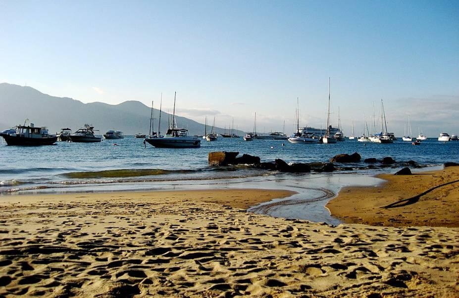 <strong>Ilhabela (SP)</strong> tem 130 quilômetros de costa, 83% de área preservada e 42 praias que recebem mais de 400 mil pessoas no verão