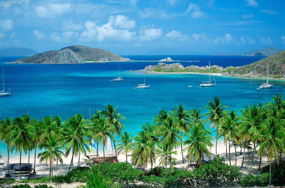 """<strong><a href=""""http://viajeaqui.abril.com.br/paises/ilhas-virgens-britanicas"""" rel=""""Ilhas Virgens Britânicas"""" target=""""_blank"""">Ilhas Virgens Britânicas</a></strong>    O arquipélago das Ilhas Virgens Britânicas é formado por mais de 60 ilhas espalhadas por uma das áreas mais lindas do Caribe. No destino, é possível se banhar em praias cercadas por farta natureza como Long Bay, Cane Garden Bay e a paradisíaca Peter Island, com mais de 1600 hectares de área e que abriga um dos mais famosos cartões-postais da região, a praia de Deadmans Bay."""