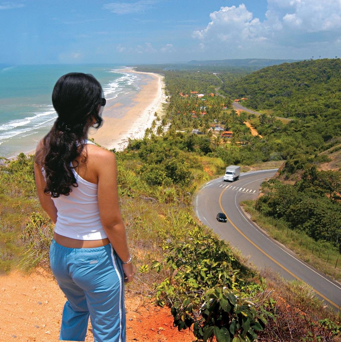 Antes destino de turistas interessados nos cenários imortalizados por Jorge Amado, hoje os principais atrativos de Ilhéus são as praias distantes do centro e os resorts em direção à vizinha Una