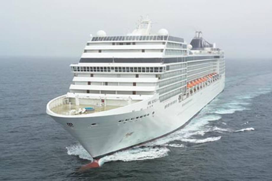 São 92.409 toneladas e capacidade para 3.223 hóspedes em alto mar