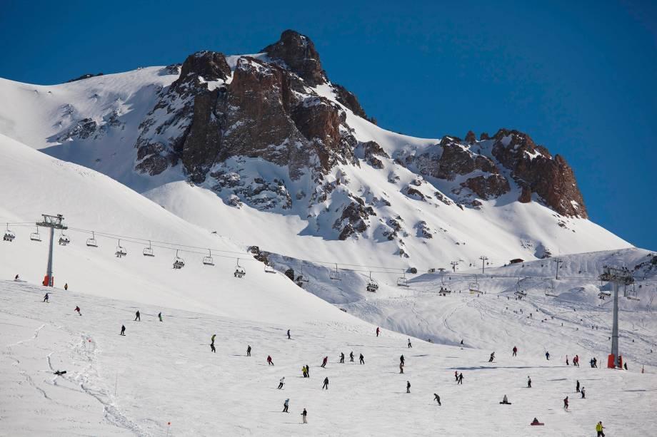 Las Leñas está localizado no coração da Cordilheira dos Andes, na província de Mendoza, há uma distância de 1.200 km de Buenos Aires