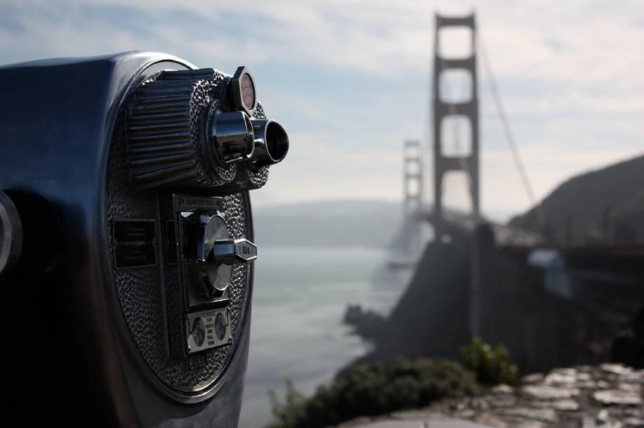 Depois de percorrer a ponte Golden Gate, aproveite para observá-la de outro ângulo. Se o tempo estiver bom, o mirante é ótima opção para ver o skyline de San Francisco e a Ilha de Alcatraz