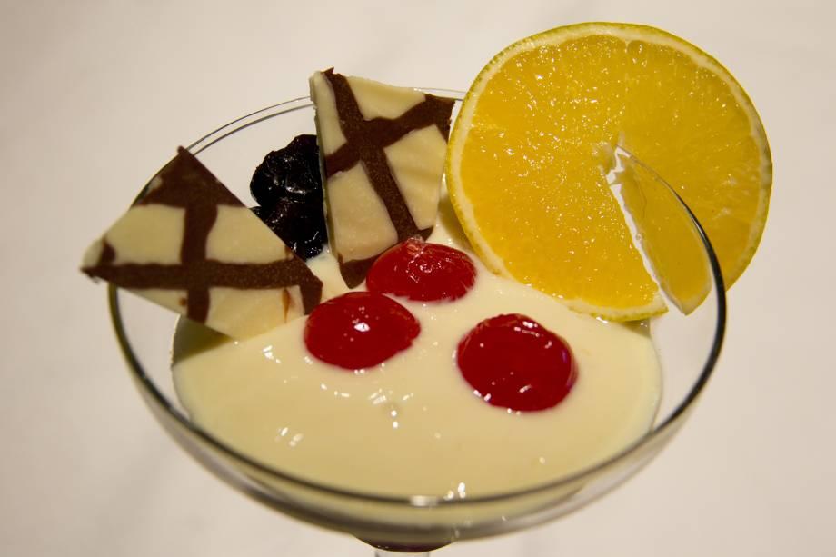 """O <a href=""""http://viajeaqui.abril.com.br/materias/ingredientes-da-culinaria-da-amazonia?foto=1#1"""" rel=""""cupuaçu"""" target=""""_blank"""">cupuaçu</a>, fruto perfumado e azedinho, abundante na Floresta Amazônica, é usado em sucos, bombons, balas e outras sobremesas. A<strong>mousse de cupuaçu</strong> é uma sobremesa oferecida em muitos dos restaurantes da região."""