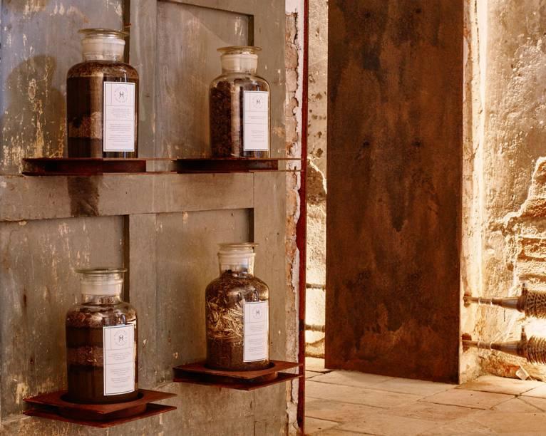 Inaugurado no fim de abril, o Museu da Merda expõe, através de amostras <em>in vitro</em>, os usos medicinais que o esterco teve ao longo da história