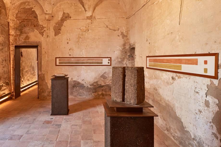 Até tijolos são fabricados usando os excrementos - a vantagem em relação ao barro ou ao cimento é que os tijolos de cocô são mais capazes de isolamento térmico