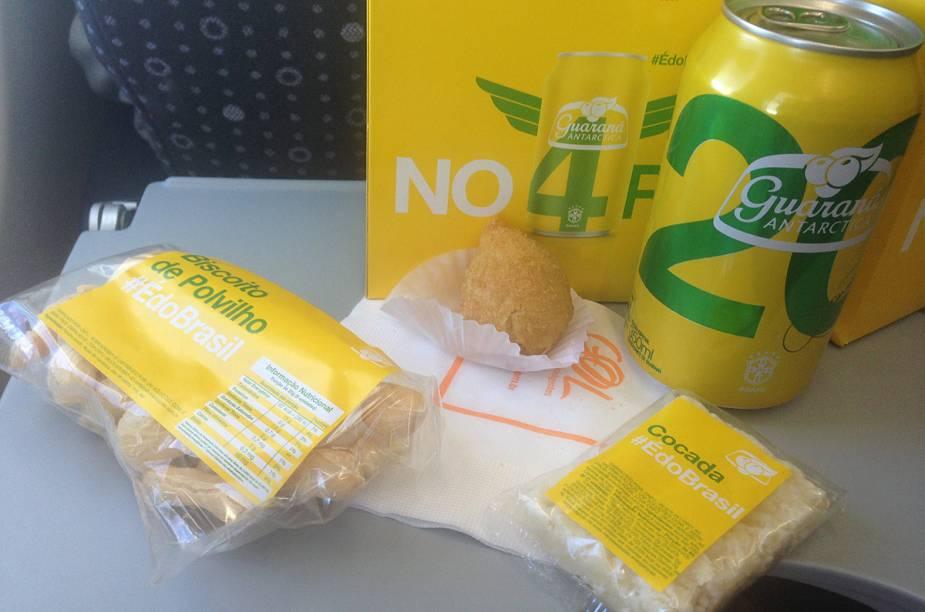O lanche da ponte aérea vem com biscoito de polvilho, coxinha, cocada e guaraná e será servido gratuitamente aos passageiros de 475 voos da ponte aérea Rio - São Paulo, durante os meses de junho e julho
