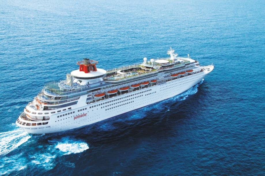 Navio de cruzeiros Sovereign tem 73.529 toneladas e capacidade para 2.733 passageiros