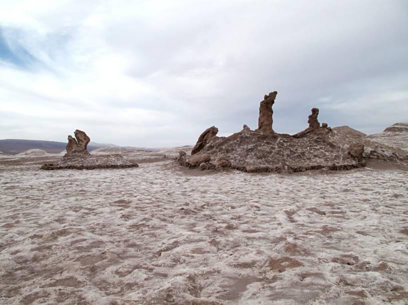 As Três Marias, três esculturas feitas pela própria natureza. Com algum esforço, você consegue ver o formato de uma mulher rezando, ajoelhada, outra carregando o menino Jesus e a terceira figura está curvada, arrependida