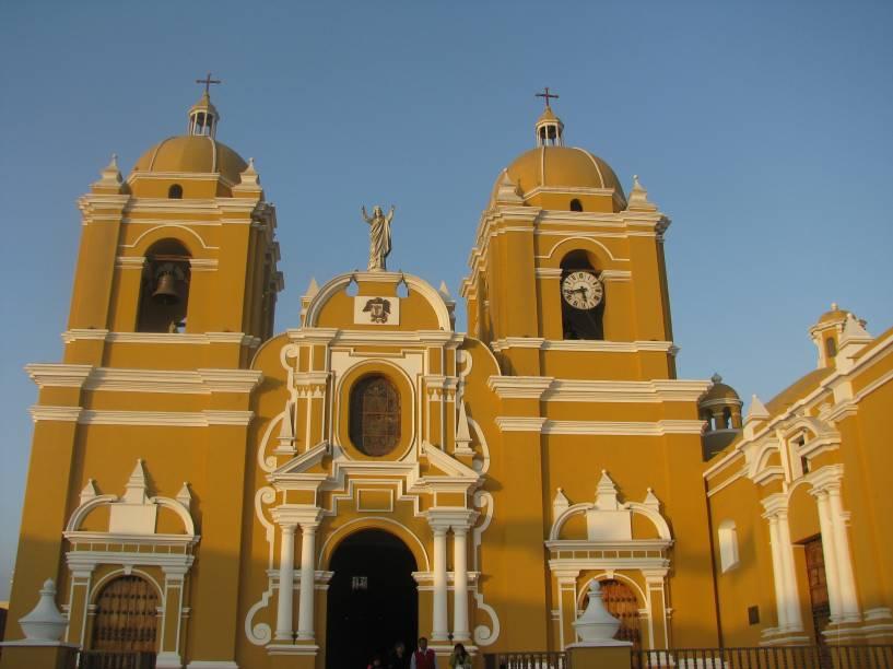 A cidade de Trujillo é porta de entrada para visitar os belos sítios arqueológicos do Peru. Apesar disso, ela também possui seus próprios atrativos. Uma delas é a Catedral de Trujillo, localizada no Centro Histórico e de uma arquitetura única