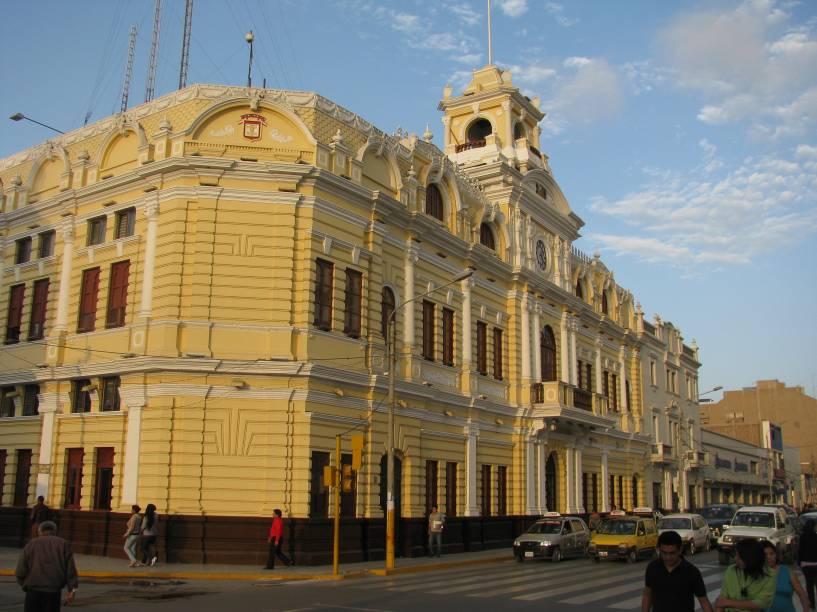 A cidade de Chiclayo, localizada ao norte do Peru, preserva um ar interiorano fascinante, mas com ba infraestrutura para receber os turistas. O Palácio Municipal, sede da prefeitura da cidade, é uma de suas atrações