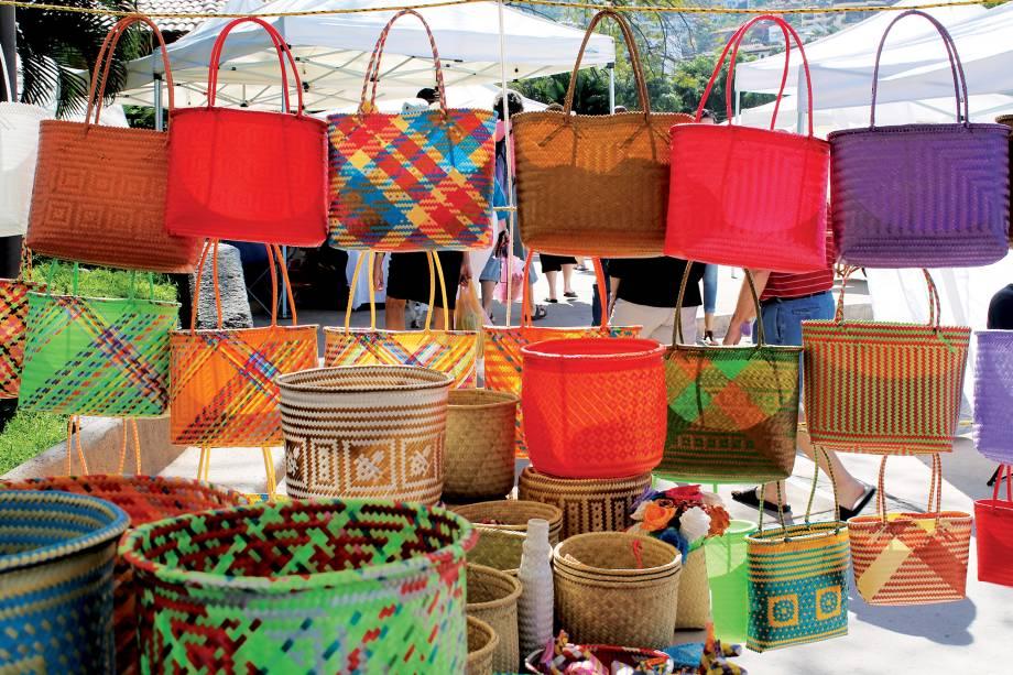 Bolsas à venda no imperdível Farmers Market, em Puerto Vallarta, aos sábados