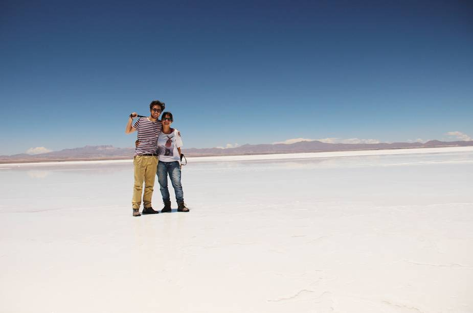 """O maior deserto de sal do mundo, o<a href=""""http://viajeaqui.abril.com.br/cidades/bolivia-uyuni"""" rel=""""Salar do Uyuni"""" target=""""_blank""""><strong>Salar do Uyuni</strong></a>, na <a href=""""http://viajeaqui.abril.com.br/paises/bolivia"""" rel=""""Bolívia"""" target=""""_blank""""><strong>Bolívia</strong></a>, fez parte do roteiro do projeto Calle America"""